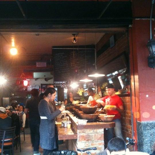 รูปภาพถ่ายที่ Tacos Gus โดย Alex Z. เมื่อ 1/5/2012