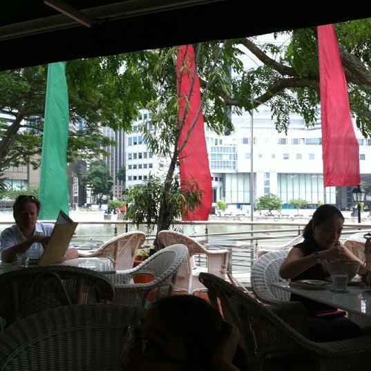 Foto diambil di Singapore River oleh jean r. pada 5/6/2011