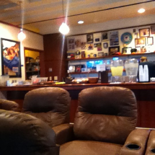 35 Awesome Reasons To Visit Denver Colorado: Airport Lounge In Denver