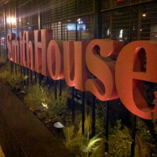 Снимок сделан в SmithHouse - BBQ, Burgers, Brews пользователем ES J. 1/19/2012