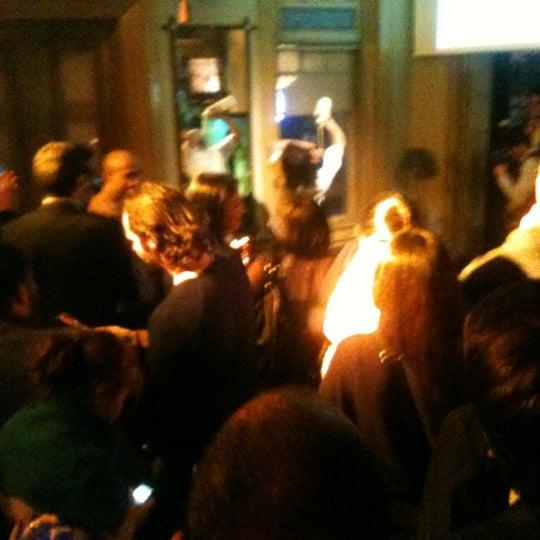 รูปภาพถ่ายที่ Zihni Bar โดย Demet เมื่อ 12/27/2011