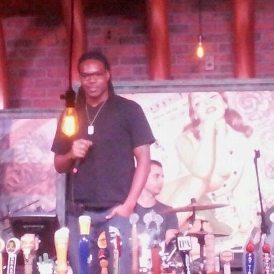 10/14/2011にFrankie ..がStand Up Liveで撮った写真