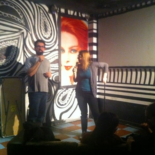 Foto scattata a Beauty Bar da Mike F. il 10/27/2011