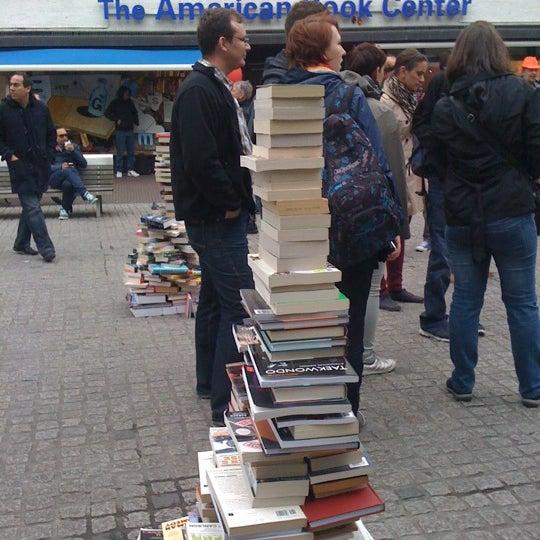 Foto tirada no(a) The American Book Center por Anita K. em 6/9/2012