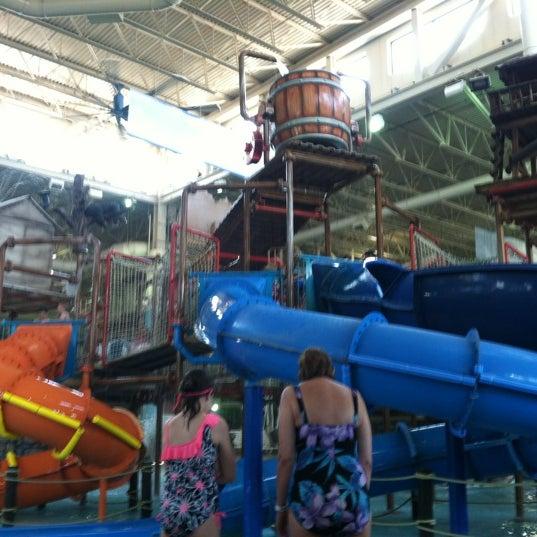 Foto tirada no(a) Water Park Of America por Jamie N. em 6/28/2012