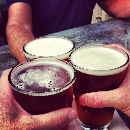 Das Foto wurde bei Uptown Tavern von Kirk am 8/25/2012 aufgenommen