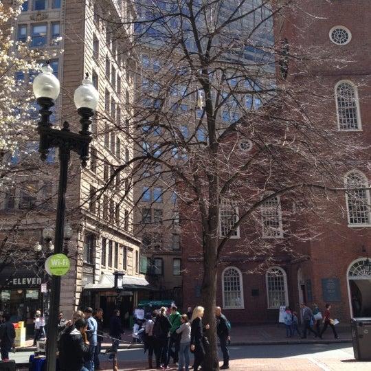 รูปภาพถ่ายที่ Old South Meeting House โดย Kristen A. เมื่อ 4/13/2012