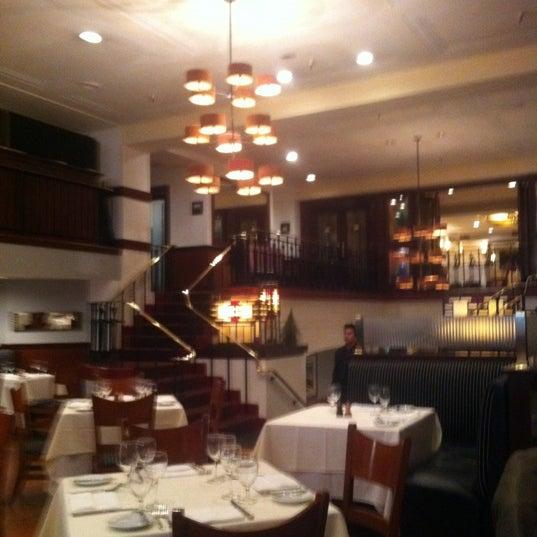Das Foto wurde bei Beacon Restaurant & Bar von Cat H. am 3/28/2012 aufgenommen