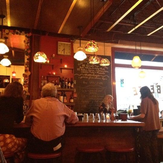 Photo prise au Barbette par Jennifer T. le4/1/2012