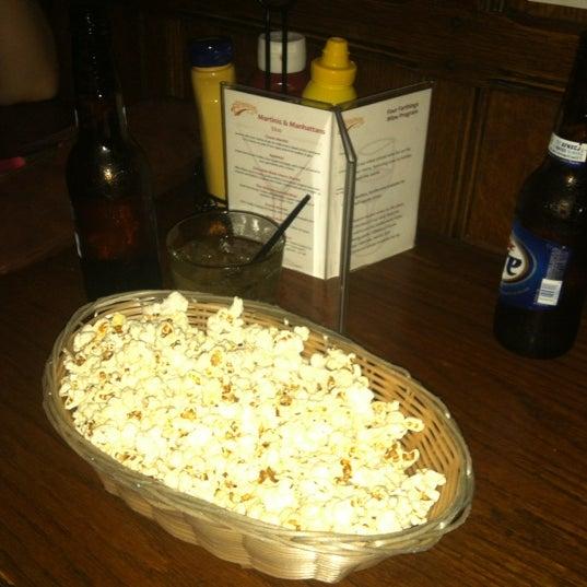Foto tirada no(a) Four Farthings Tavern & Grill por Megan B. em 7/28/2012