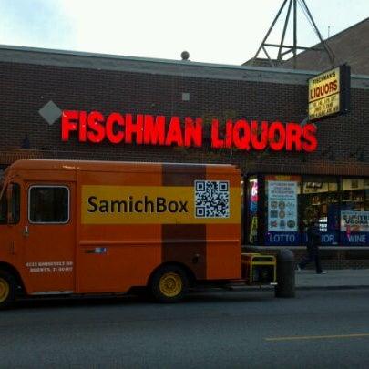 4/22/2012 tarihinde Gary G.ziyaretçi tarafından Fischman Liquors & Tavern'de çekilen fotoğraf