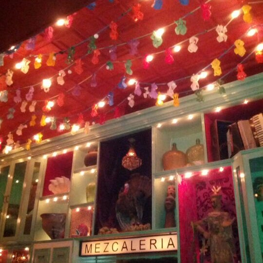 Foto tomada en Casa Mezcal por Michael S. el 2/17/2012