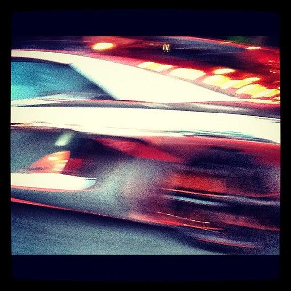 Photo prise au Honu Kitchen And Cocktails par @Autostream le8/31/2012