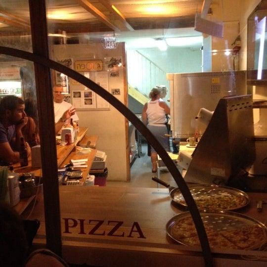 Das Foto wurde bei Giuseppe Pizza von Nessy K. am 8/11/2012 aufgenommen