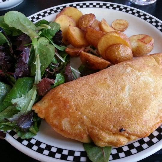 9/1/2012 tarihinde Andrew Y.ziyaretçi tarafından SCHOOL Restaurant'de çekilen fotoğraf