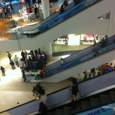 Foto tirada no(a) Shopping Palladium por Luis Gustavo P. em 8/5/2012