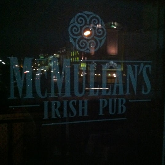 Foto scattata a McMullan's Irish Pub da Craig C. il 4/9/2012