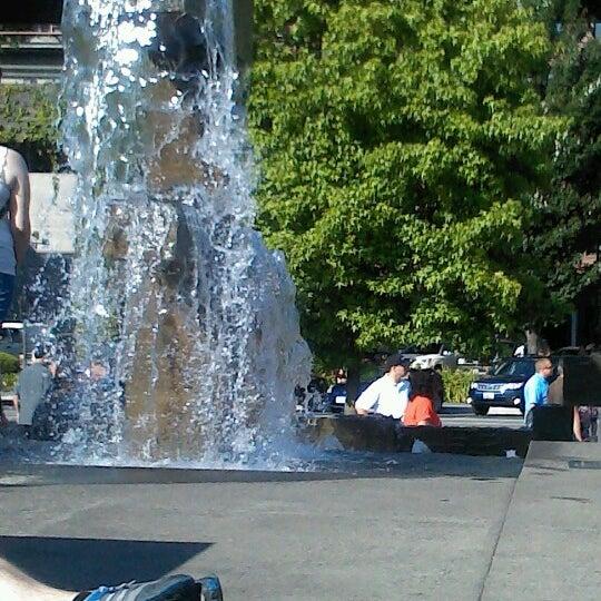Das Foto wurde bei Waterfront Park von Jeanie W. am 7/8/2012 aufgenommen