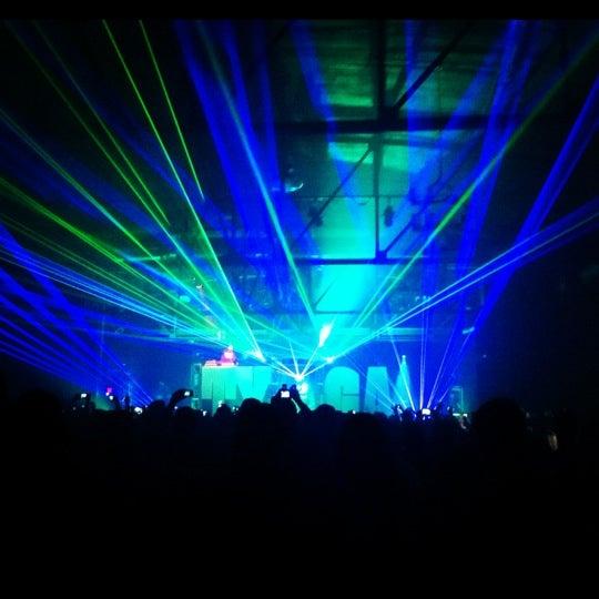 รูปภาพถ่ายที่ Warehouse Live โดย Tina N. เมื่อ 4/13/2012