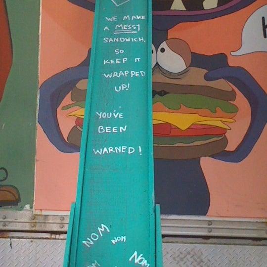 9/16/2011 tarihinde Blues Traveler R.ziyaretçi tarafından The Jalopy Rotisserie and Press'de çekilen fotoğraf