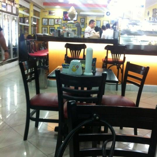 Foto diambil di Santa Coxinha oleh Vandson pada 9/1/2012