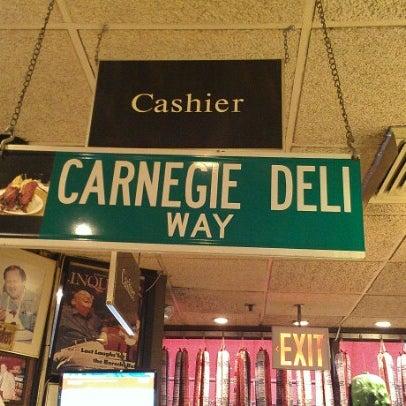 Foto tomada en Carnegie Deli por David K. el 9/13/2012