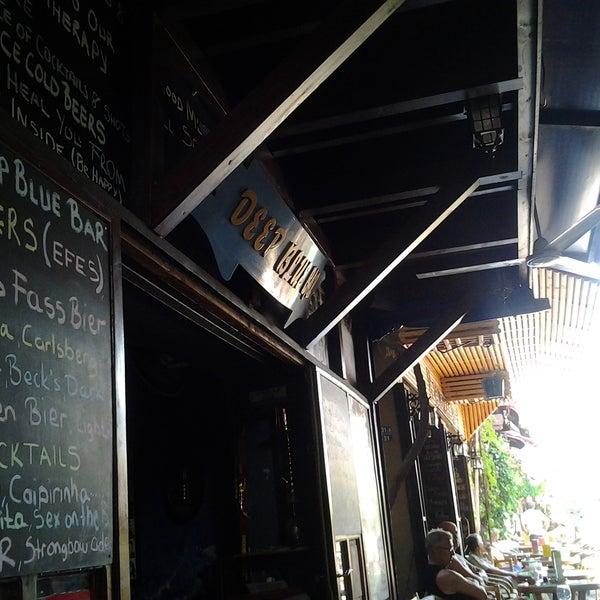 Foto tirada no(a) Deep Blue Bar por Turkey's For Life em 6/9/2012