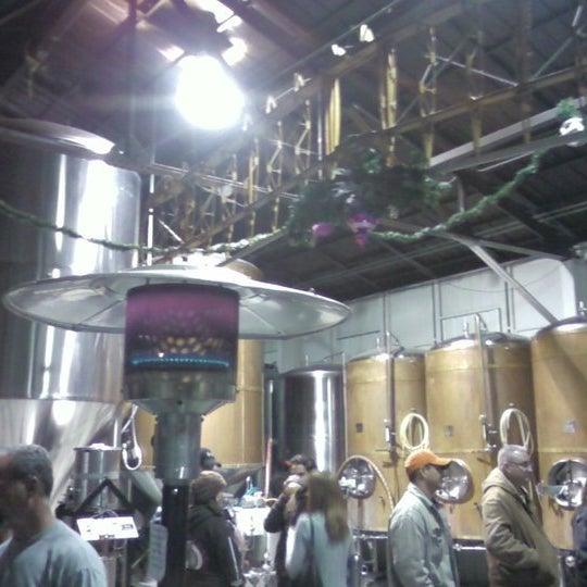 Foto tirada no(a) Hangar 24 Craft Brewery por Baltazar V. em 10/29/2011