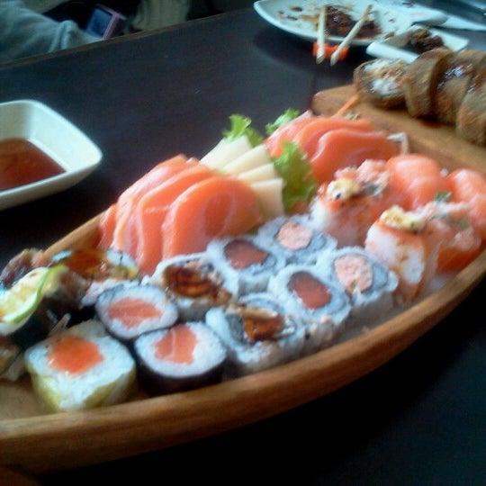 Foto tirada no(a) Kodai Sushi por Mantoan R. em 7/31/2012
