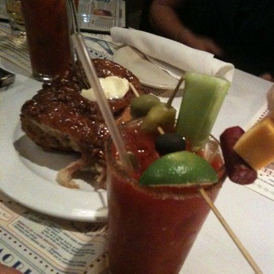 10/9/2011에 Dean S.님이 Ike's Food & Cocktails에서 찍은 사진