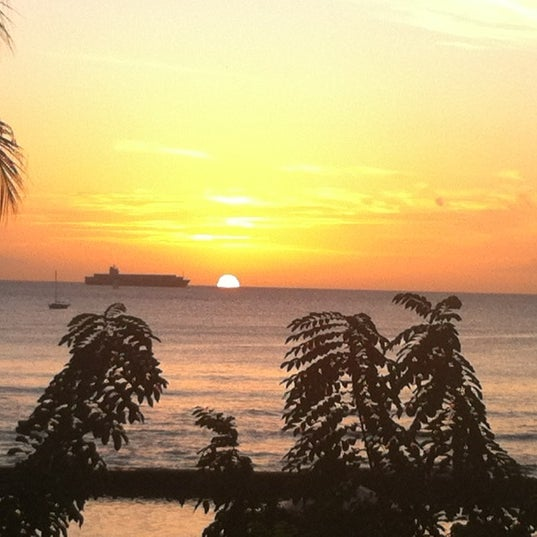 12/11/2011에 Hannah M.님이 Duke's Waikiki에서 찍은 사진