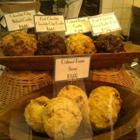10/5/2011에 Gilad S.님이 Levain Bakery에서 찍은 사진