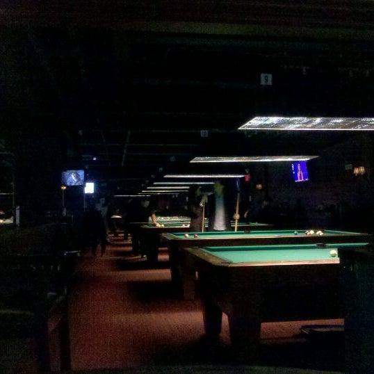 Foto tomada en Society Billiards + Bar por Derek I. el 2/26/2012