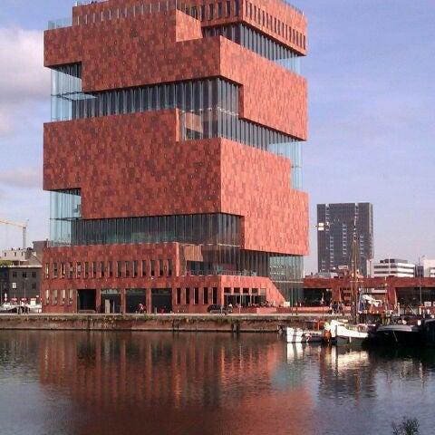 Foto tirada no(a) MAS | Museum aan de Stroom por Joeri V. em 10/28/2011