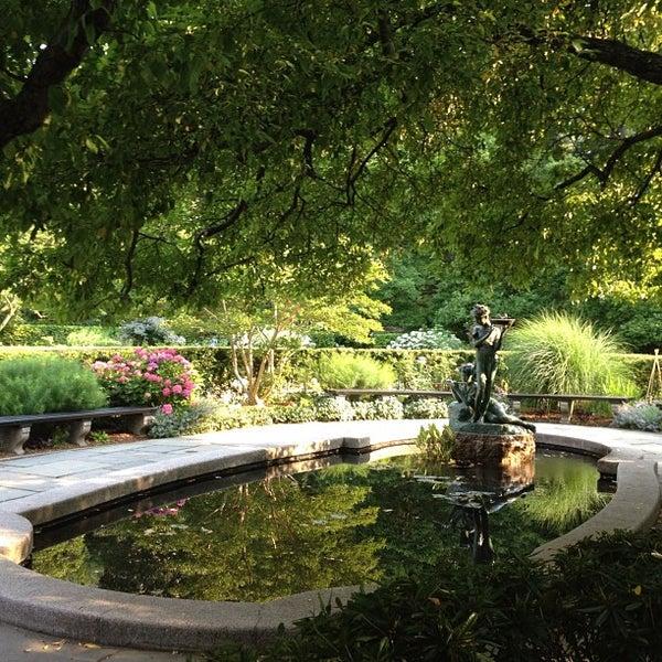 Foto scattata a Conservatory Garden da Bastian B. il 6/20/2012
