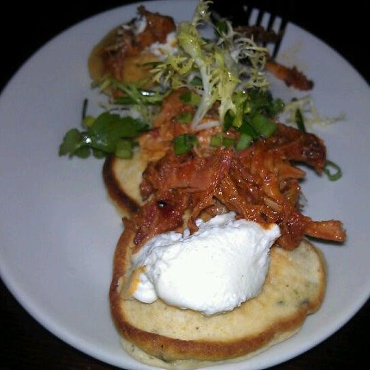 รูปภาพถ่ายที่ Fire Stone Wood Fired Pizza & Grill โดย Riquito เมื่อ 10/5/2011