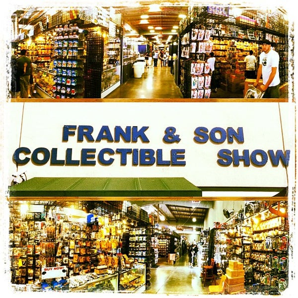 Foto scattata a Frank & Son Collectible Show da Nicholas W. il 6/23/2012