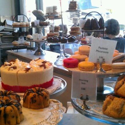 Photo prise au Joan's on Third par Jeannette S. le8/27/2011