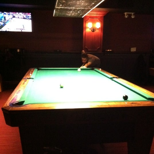 Foto tomada en Society Billiards + Bar por Sharon P. el 3/26/2011