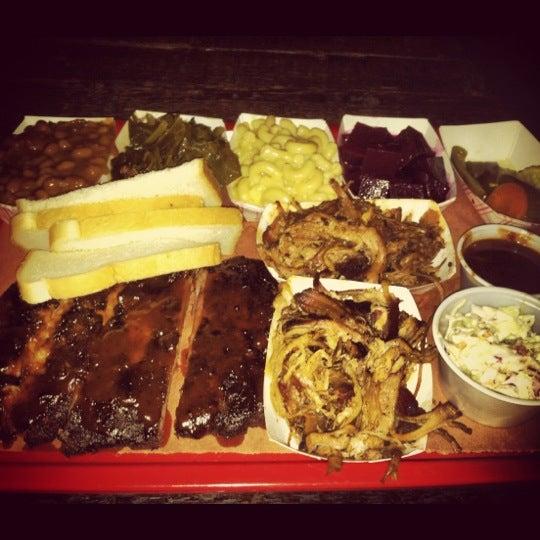 รูปภาพถ่ายที่ Mable's Smokehouse & Banquet Hall โดย Joe R. เมื่อ 7/5/2012