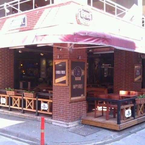 Foto diambil di Diesel Pub oleh Ferit A. pada 8/27/2011
