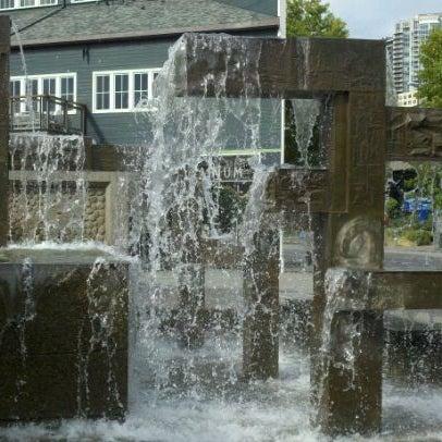 Das Foto wurde bei Waterfront Park von Todd Z. am 9/21/2011 aufgenommen