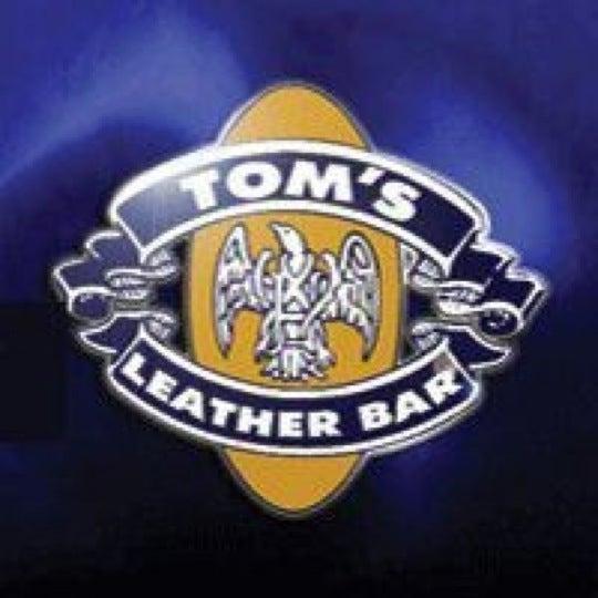 Das Foto wurde bei TOM'S Leather Bar von Miguel Antonio P. am 2/24/2012 aufgenommen