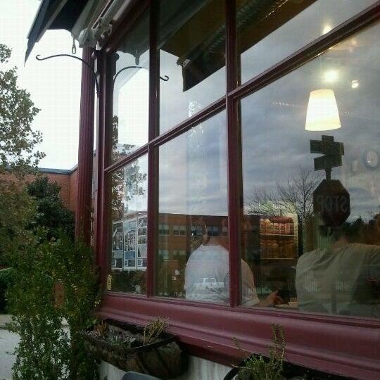 Foto diambil di On the Hill Cafe oleh Leaf M. pada 10/20/2011