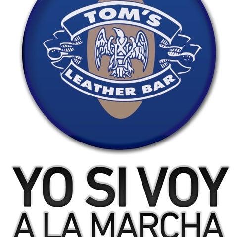 Das Foto wurde bei TOM'S Leather Bar von TOM'S L. am 5/9/2012 aufgenommen