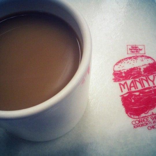 Foto diambil di Manny's Cafeteria & Delicatessen oleh Anne S. pada 8/4/2012