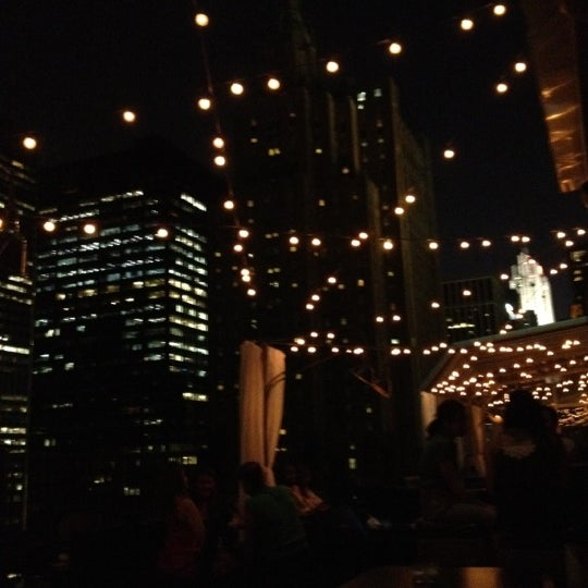 รูปภาพถ่ายที่ Upstairs โดย Shiori Y. เมื่อ 4/17/2012