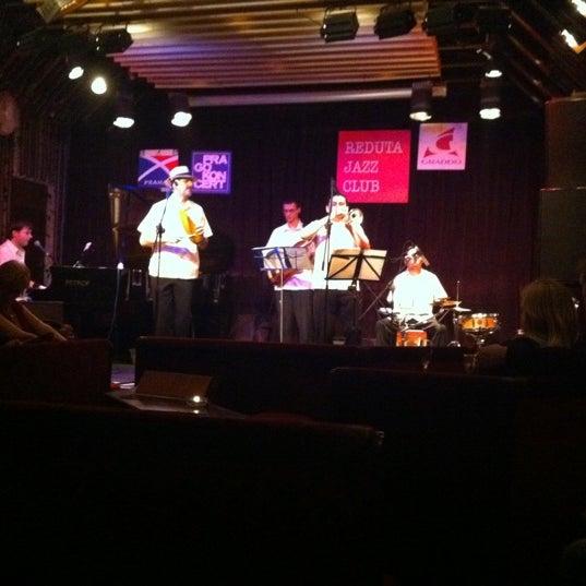 Foto tomada en Reduta Jazz Club por Myrto K. el 12/30/2011