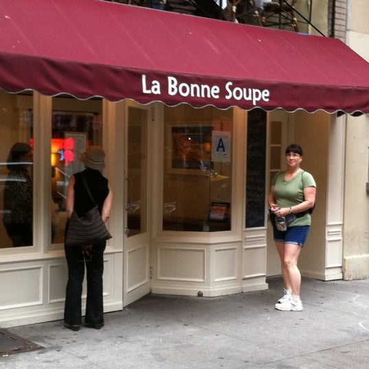 Foto tirada no(a) La Bonne Soupe por Steve E. em 9/25/2011
