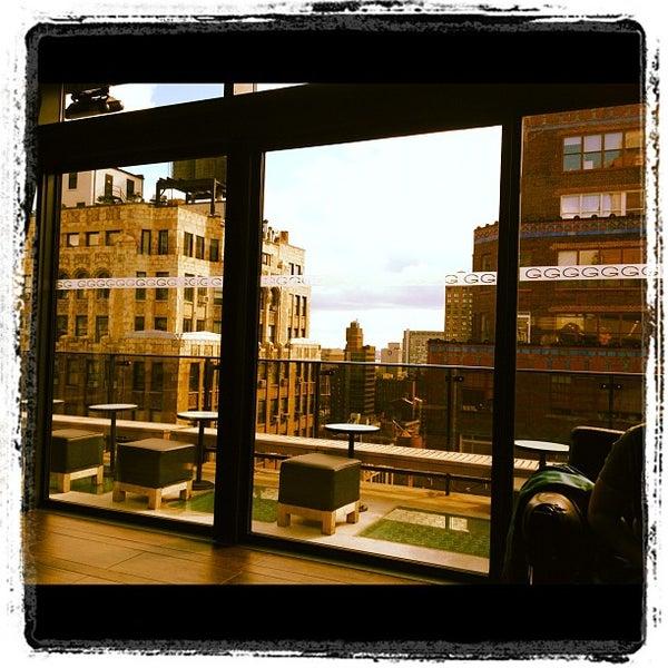 Foto scattata a Plunge Rooftop Bar & Lounge da David R. il 10/20/2011